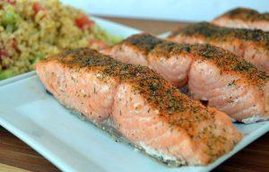 Bulgur Pilav Eşliğinde Fırında Somon Balığı Tarifi