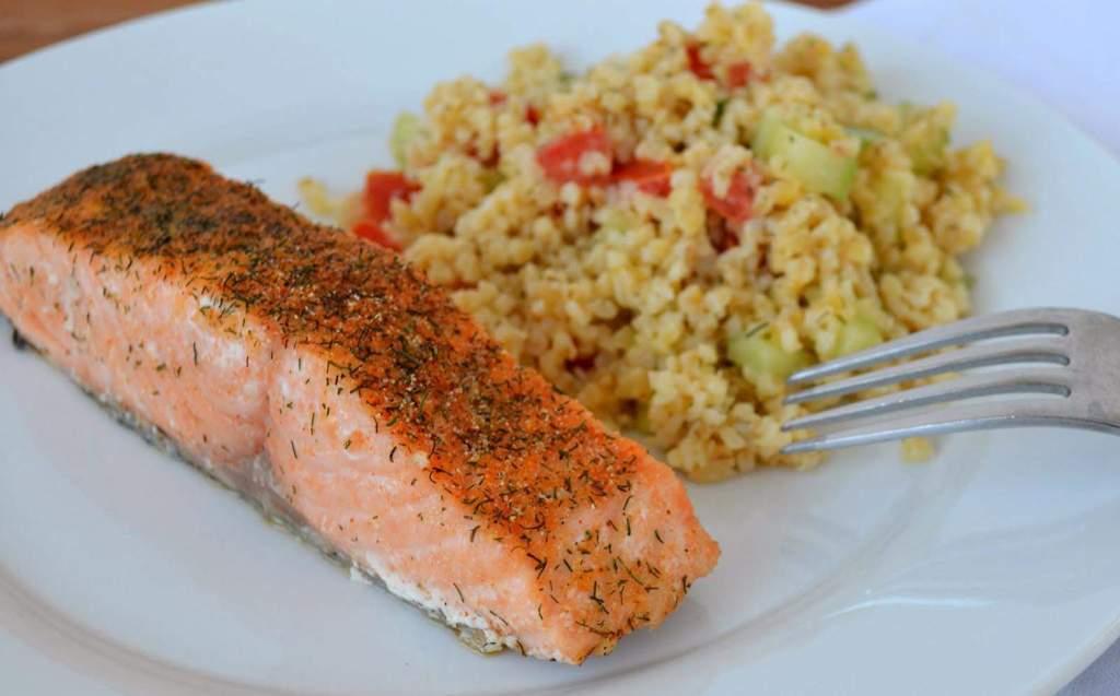 Bulgur Pilav Eşliğinde Fırında Somon Balığı Tarifi, Fırında Somon Nasıl Yapılır? Fırın Tarifi