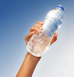 Sağlıklı bir yaşam için günde en az 2 lt su için