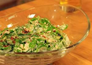 Sarımsaklı Yoğurtlu Semizotu Salatası Tarifi