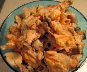 Çorba yapmak için Somonun etlerini elinizle ayıklayın ve kılçıklardan arındırın