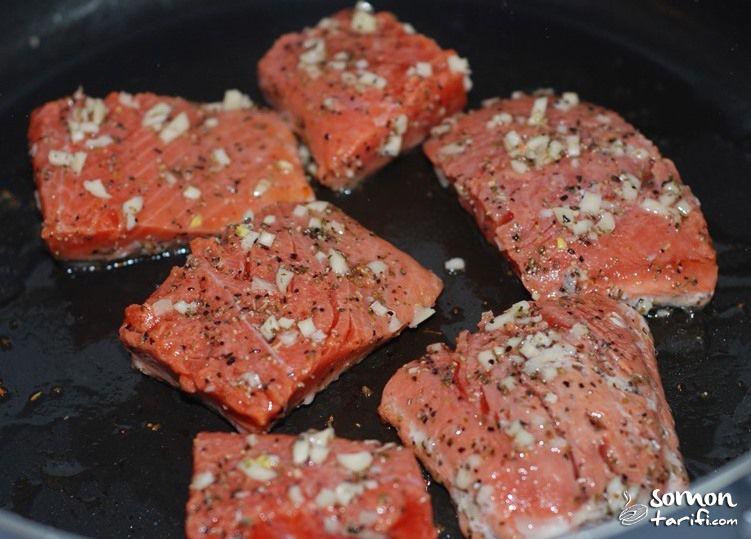 Tavada Somon tarifi mantarlı ıspanaklı