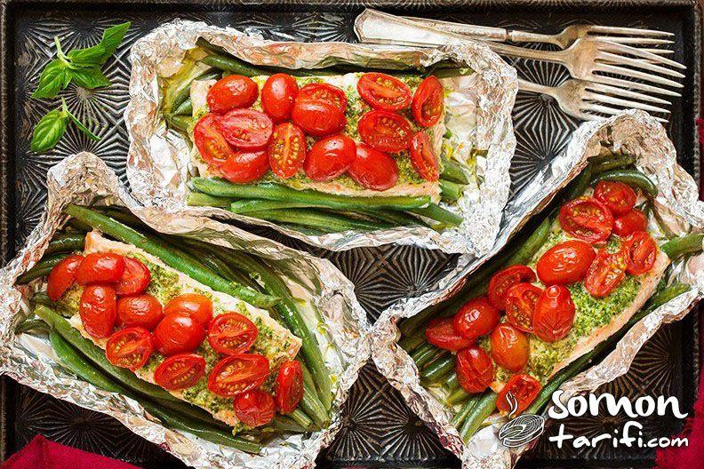 folyo kağıdında pesto soslu sebzeli somon tarifi